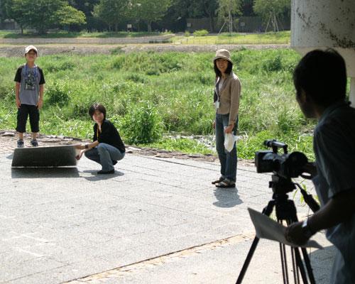 鴨川沿いで映像を撮影します