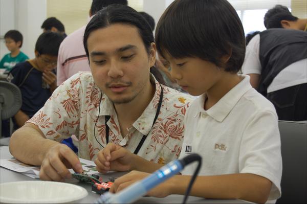 学生スタッフもボランティアとして参加。指導にあたりました。