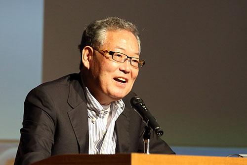 「グーグルがやろうとしていることと,ICTの新地平」と題して講演する村上憲郎氏