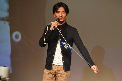 「EVOLTA」がグランドキャニオンを登る姿を再現する高橋氏