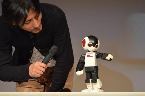 「ROBI」は,会話や歌ったり踊ったりすることができるロボットでした