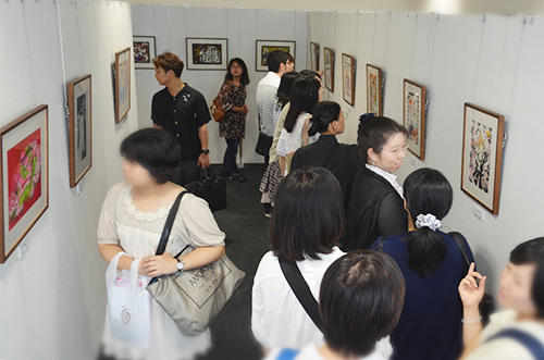大勢のファンが詰めかけた「CLAMP京都原画展」=京都情報大学院大学京都駅前サテライト