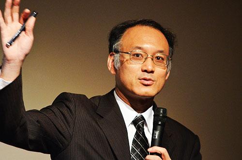 「歓迎 アイソン彗星」と題して講演する国立天文台副台長の渡部潤一氏