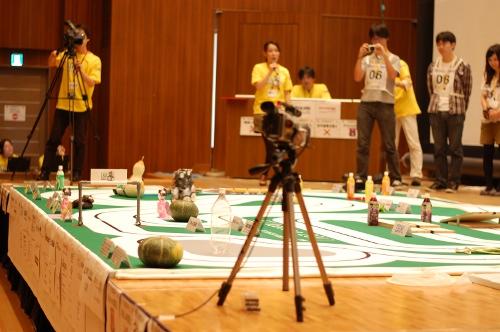 様々な障害が設けられた競技会のコース