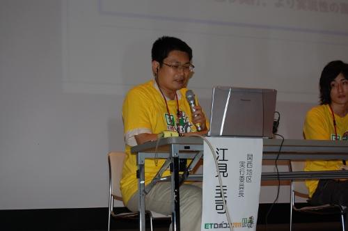 各チームのモデルを講評する関西地区実行委員長の江見圭司KCGI准教授。