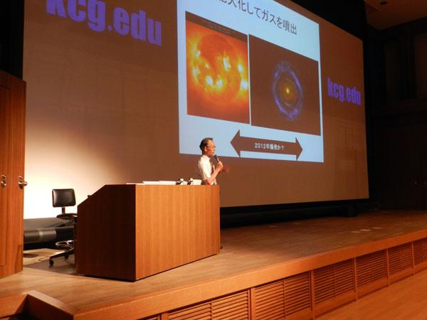 第一部では星空博士が6階大ホールで講演。広大な宇宙の神秘についてやさしく解説しました。