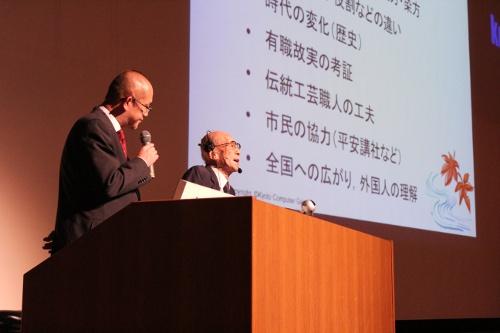 時代祭について語る米田先生(左はアシスタントの湯下先生)
