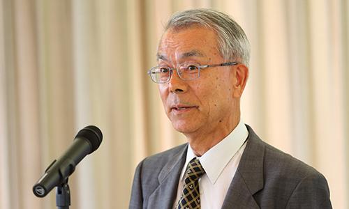パーティーに出席していただいた方々にお礼を申しあげるサイバー京都研究所の木戸出正継所長