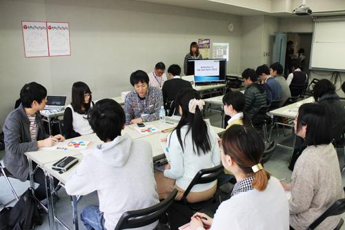 カジュアルな服装で参加した学生たち