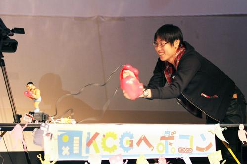 学生手作りのロボットが火花を散らした相撲大会
