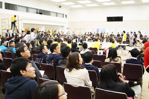 ロボットの一挙手一投足に聴衆が沸いたチャンピオンシップ会場