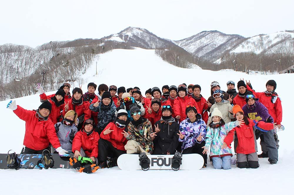 2日目はゴンドラに乗り,山の上で記念撮影!